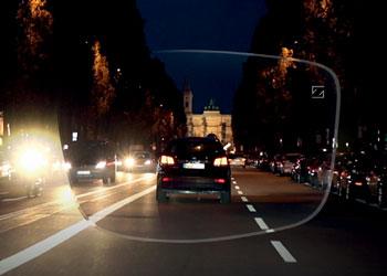 éjszakai látás vezetés közben)